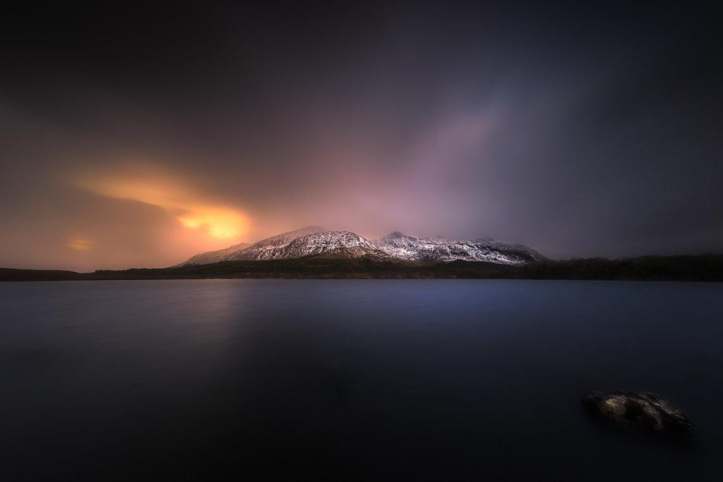 Lough-Inagh-Sunrise-Ryszard-Lomnicki-1200.jpg